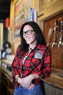 Lisa Rowcliffe Beertender Lost Cabin